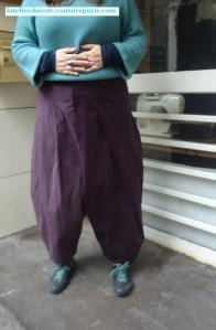 pantalon-sarouel-asymetrique:01